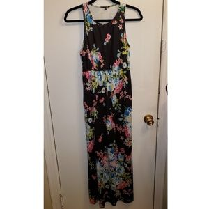 Floral Maxi Dress With Pockets!